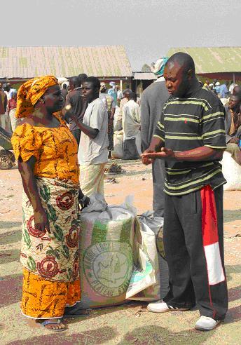 Justina and Gimba, Marablau market © Suzanne Porter